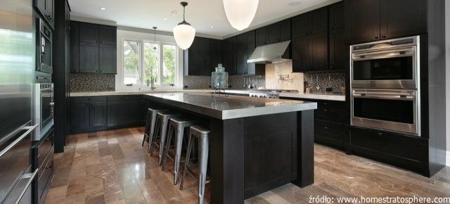 Podłoga z marmuru w kuchni i w salonie – tak czy nie?