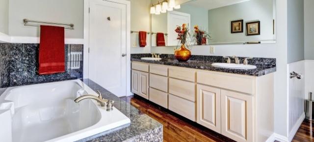 Granit w aranżacjach łazienek