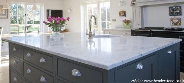 Blat kuchenny z marmuru – prawdy i mity