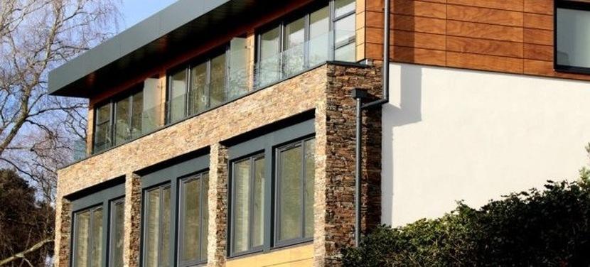Projekty domów – zastosowanie kamienia na elewacji